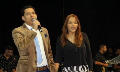 """Flordelis lamenta morte de Anderson do Carmo: """"Se sacrificou pela família"""""""