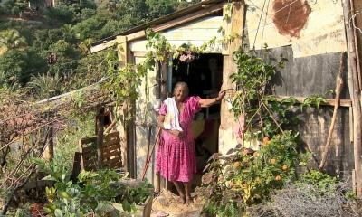 Evangélicos se unem para construir casa para idosa que vive em barraco de madeira no ES
