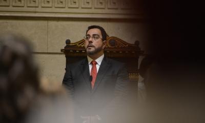 Juiz evangélico é punido por participar de culto e evento ao lado de Bolsonaro