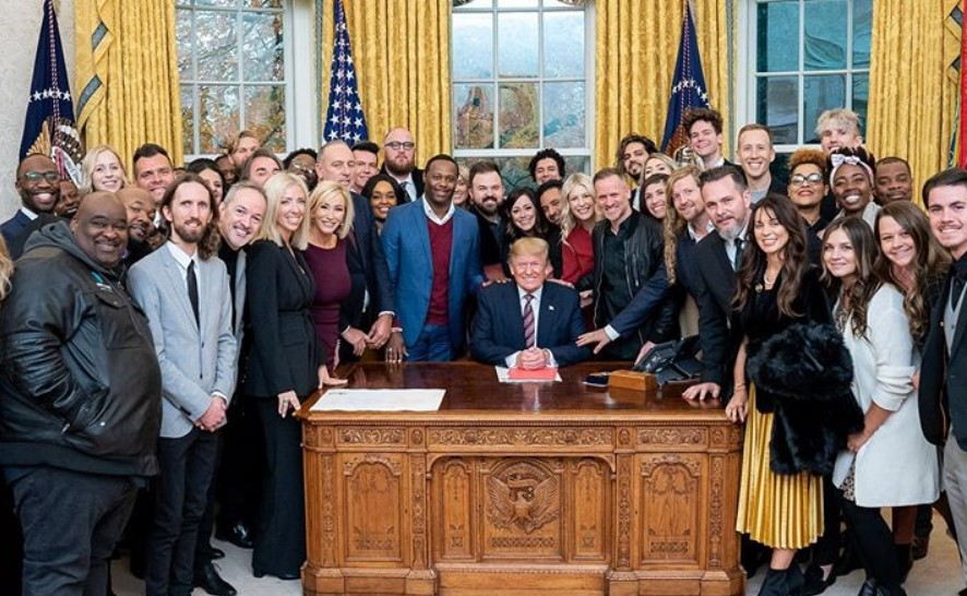 Ministros de louvor oram por Donald Trump na Casa Branca