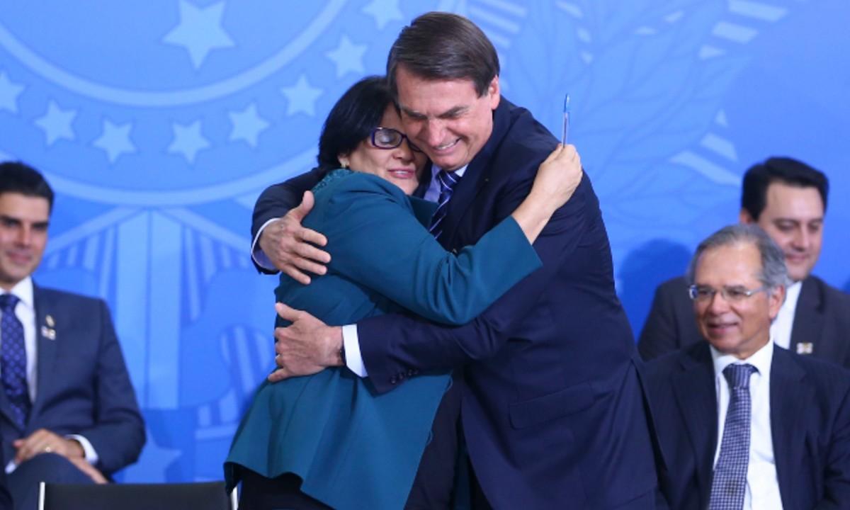 """""""Foi Deus quem levantou Bolsonaro"""", diz Damares"""
