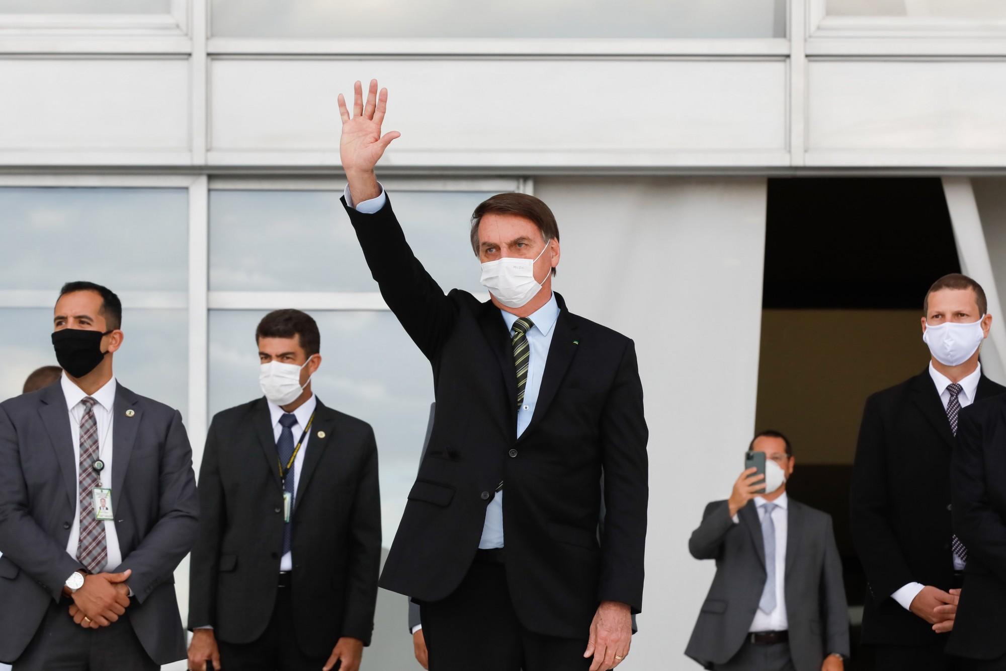 Só Deus ou o povo para me tirar da cadeira, diz Bolsonaro