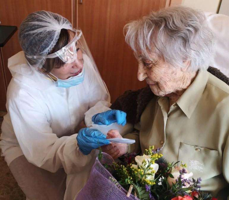 "Aos 113 anos, idosa vence covid-19 e diz que viverá ""até que Deus queira"""