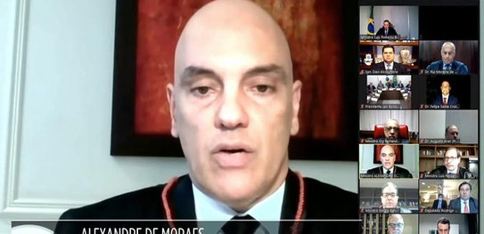 "Ministro ensaia ""manobra"" nas ""fake news"" para cassar Bolsonaro no TSE"