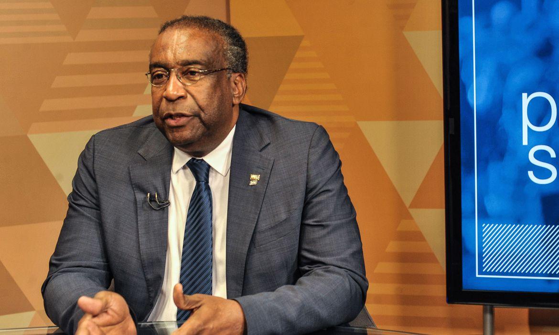 Bolsonaro escolhe um professor negro para assumir o MEC. Irão criticá-lo também por isso?