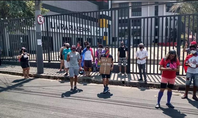Movimento LGBT faz manifestação na Batista Lagoinha
