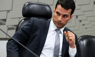 Modelo brasileira acusa senador de estupro em hotel de São Paulo
