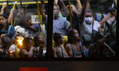 Surto de coronavírus no Brasil acelera novamente conforme os casos se aproximam de 6 milhões
