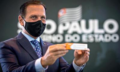 Governador de São Paulo flutua usando vacina Sinovac sem aprovação da Anvisa
