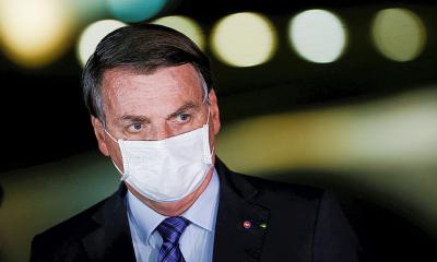 Bolsonaro afirma que existe uma vacina COVID-19 disponível para os brasileiros 5 dias após a aprovação