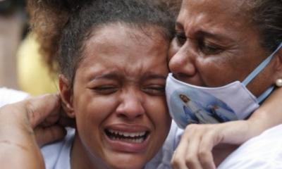 Multidões no Rio choram homem morto pela polícia; sua filha os chama de 'bandidos'